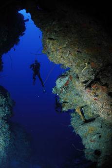 Tunnel onto reef wall, Maria La Gorda