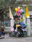 Balloon Vendor, Hue